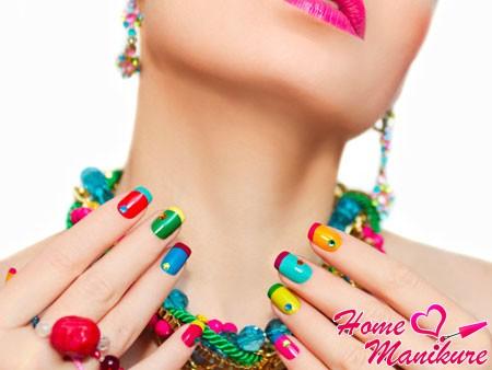 разноцветный яркий френч