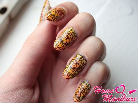 рисунок на ногтях стемпингом MoYou London