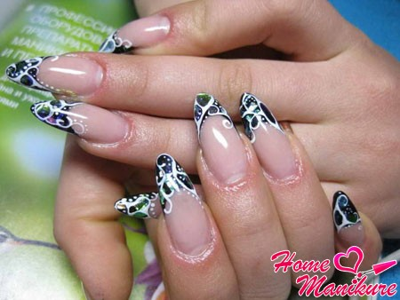 росписанный френч на длинных ногтях