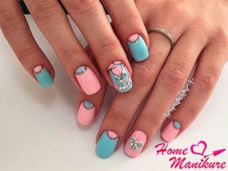 розово-голубые ногти с рисунком