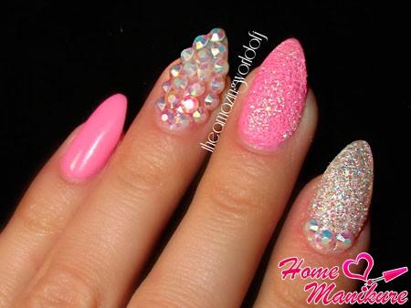 розовые ногти с разным декором
