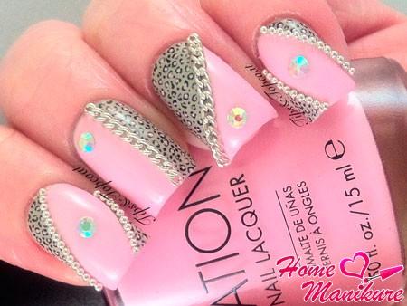 розовый дизайн с принтом