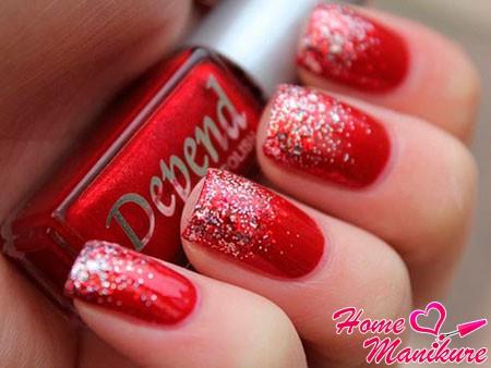 серебряный глиттер на красных ногтях