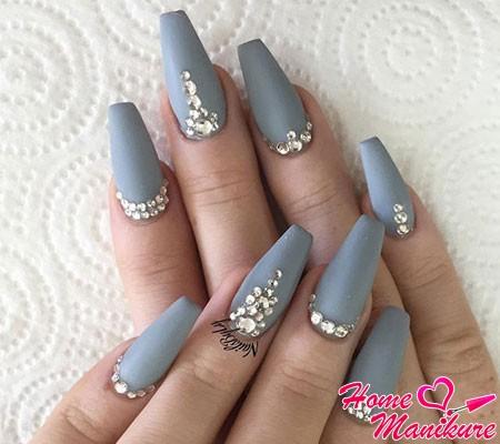 серые ногти формы балерина