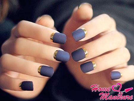 сине-золотой дизайн коротких ногтей