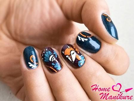 синие ногти с лисичкой