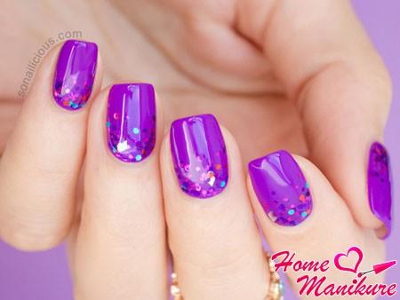 сиреневые ногти с блестками