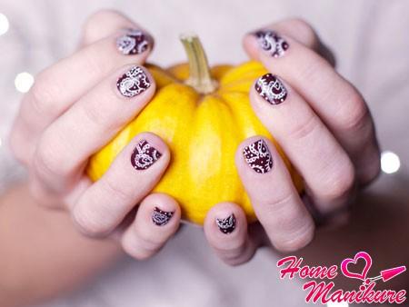 стильная абстракция на ногтях