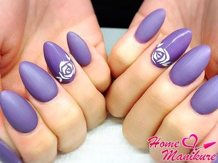 стильный дизайн ногтей с розами