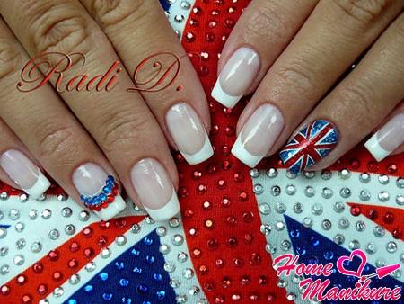 стильный френч со стразами и флагом Великобритании