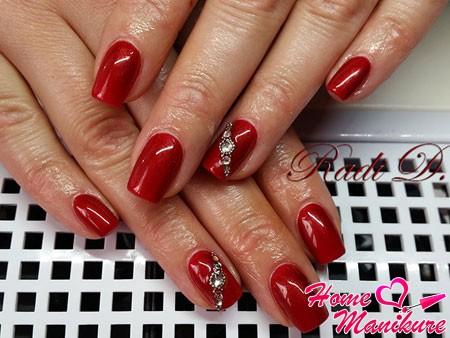 стильный красный дизайн ногтей