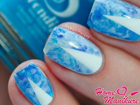стильный нейл-арт в синих тонах