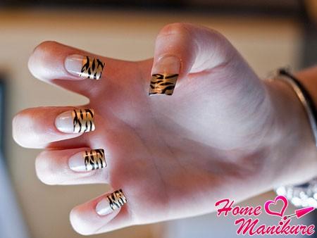 стильный тигровый френч