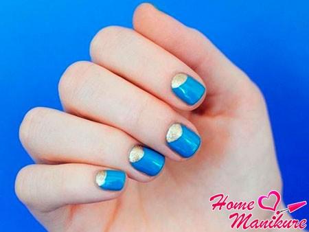 светло-синий дизайн ногтей