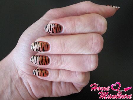 тигровый маникюр с градиентом
