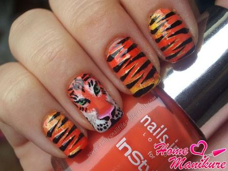 тигровый маникюр с рисунком на безымянном пальце
