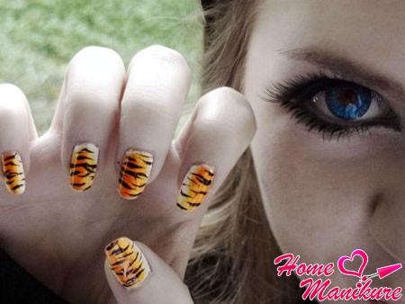 Тигровая страсть в нейл-арте