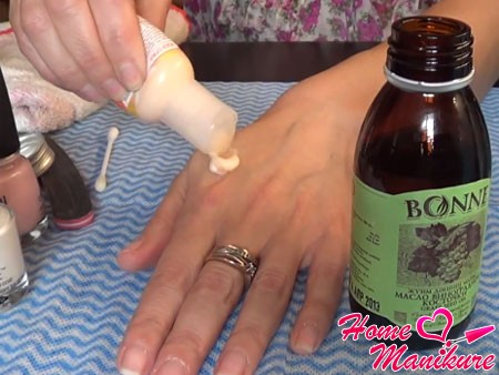уход за кутикулой и кожей рук