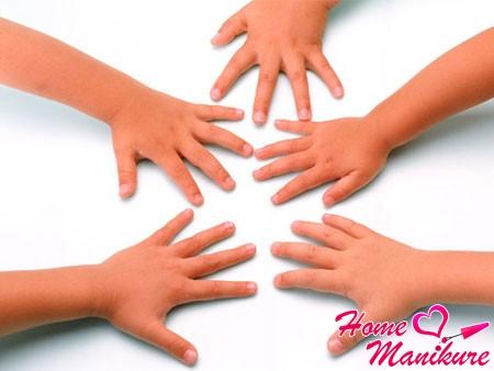 ухоженные детские руки