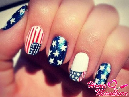 вариант маникюра с флагом Америки