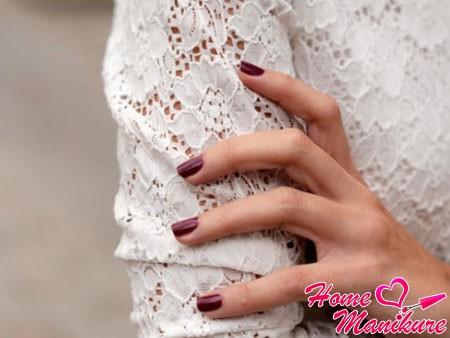 вариант вишневого лака для ногтей