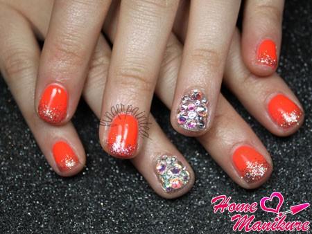 яркие мерцающие ногти