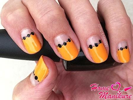 яркие ногти в лунном стиле