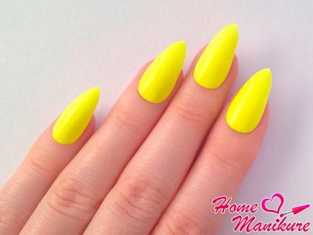 яркие желтые ногти