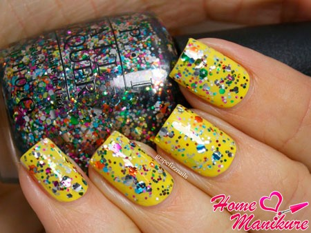 яркий желтый дизайн с глиттером