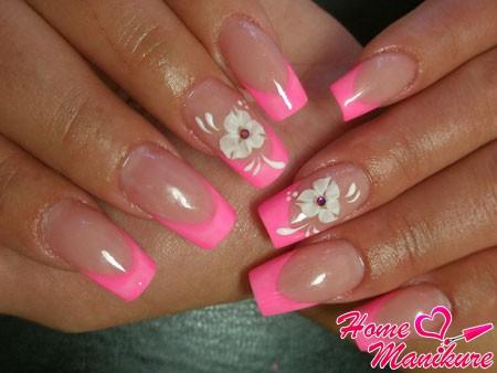 ярко-розовый дизайн ногтей