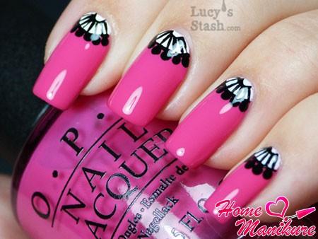 ярко-розовый дизайн с черным рисунком