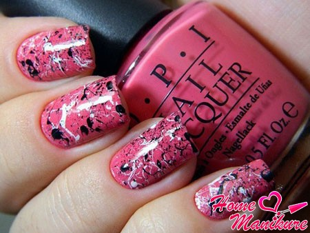 ярко-розовый мраморный дизайн