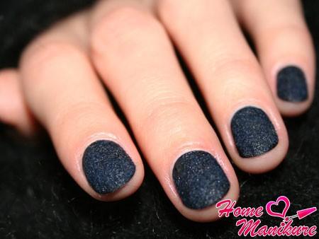 замшевые ногти темно-синего цвета