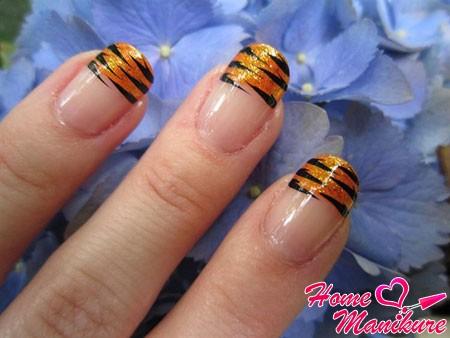 золотой френч с тигровыми полосками