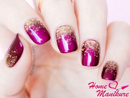 золотые блестки на малиновых ногтях