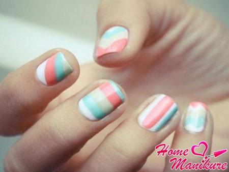 абстракция на ногтях в пастельных тонах