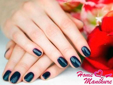 аккуратные синие ногти