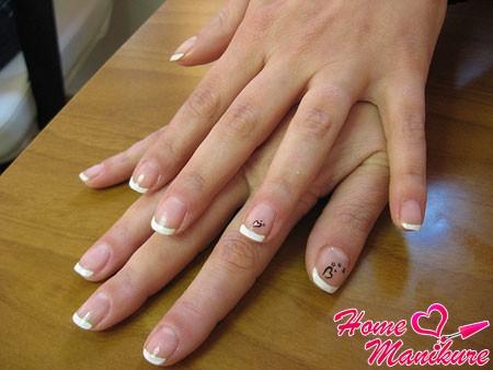 аккуратные стемпинг рисунки на ногтях френч