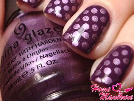 большие горошины на темно-фиолетовом лаке