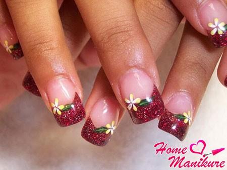 бордовый французский маникюр с цветочками