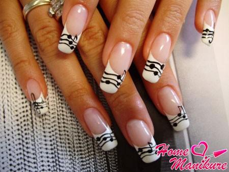 черно-белые ногти в музыкальном стиле