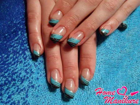 черно-голубой френч на ногтях