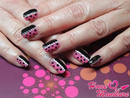 черно-розовый дизайн ногтей шеллак со стразами