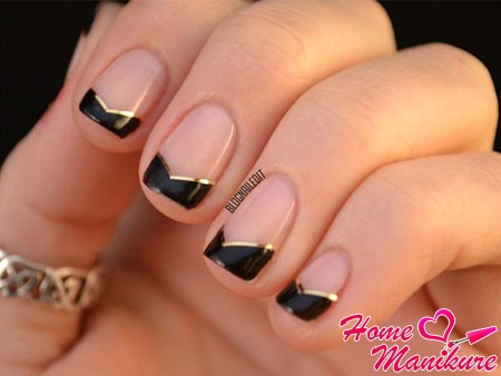 черные ногти френч с улыбкой шеврон