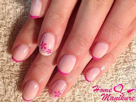 цветочный френч на небольших ногтях