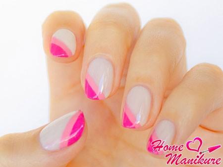 диагональная улыбка френча в розовых цветах