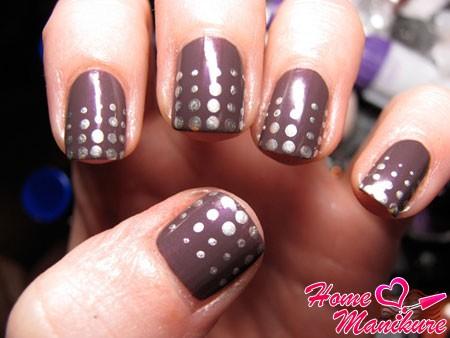 дизайн коротких ногтей с точками