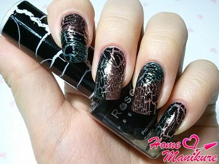 эффект трещин на ногтях в разных направлениях