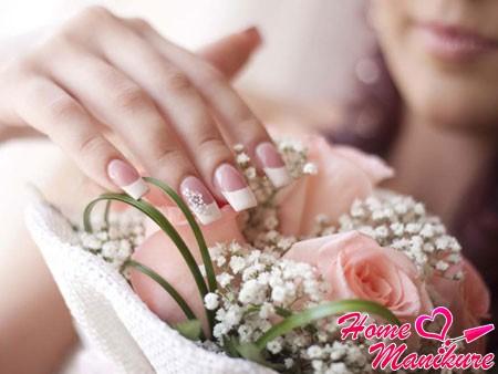 элегантный французский маникюр невесты
