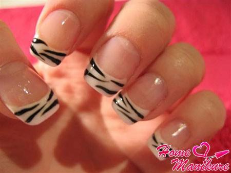 французский маникюр с принтом зебры